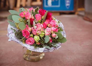 Букеты из живых цветов на заказ с доставкой, купить необычный и ... 0ed1a93b772