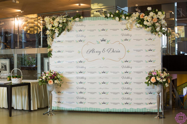 Фотозоны на свадьбу в зале