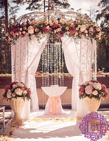 e5cfe7e0aa171 Оформление свадебных арок цветами в Москве, цены на услугу